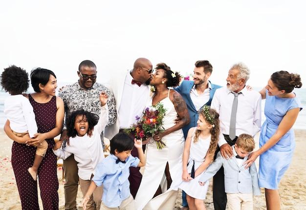 Dia do casamento do casal americano africano