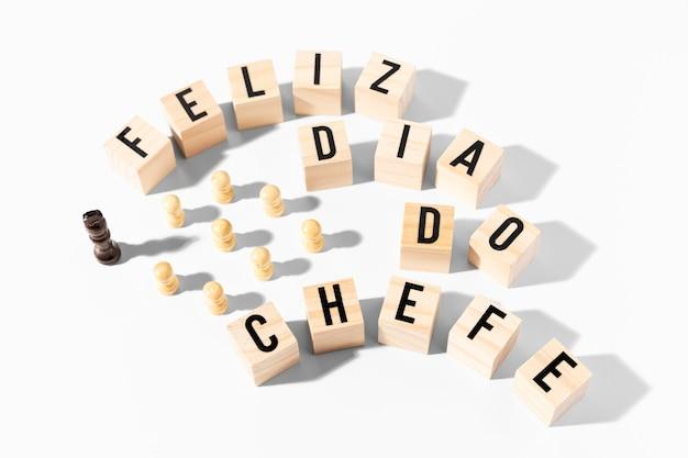 Dia do chefe de peças de xadrez de alto ângulo
