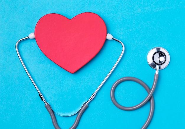 Dia do coração vista superior com estetoscópio