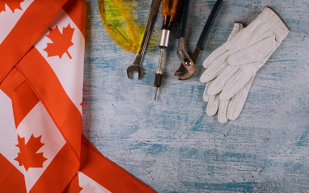 Dia do trabalho um equipamento de reparação do canadá e muitas ferramentas úteis.