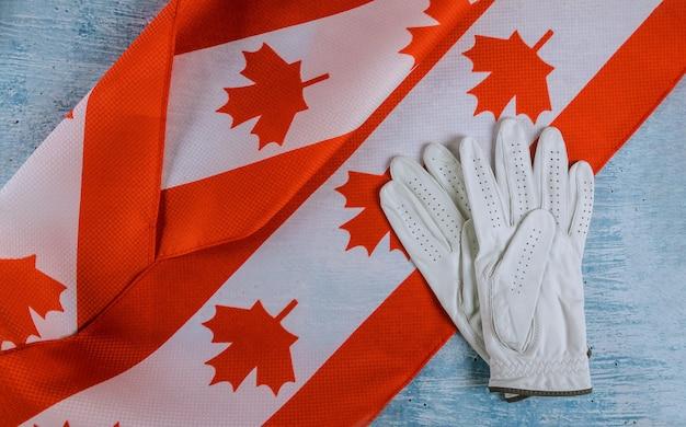 Dia do trabalho, um trabalhador de reparação do canadá luvas bandeira do canadá