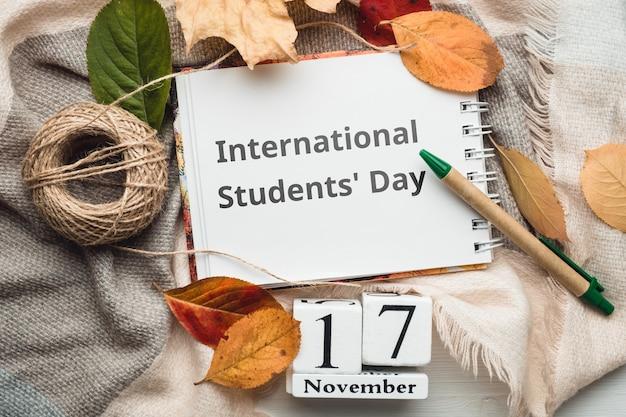 Dia dos alunos internacionais do calendário do mês de outono de novembro.
