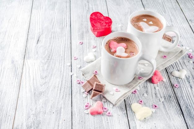 Dia dos namorados chocolate quente com corações de marshmallow