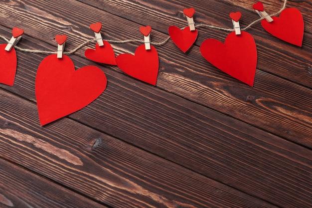 Dia dos namorados coração vermelho na madeira velha. feriados.