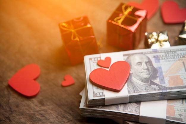 Dia dos namorados e conceito de negócio de dinheiro