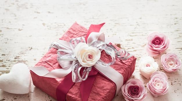Dia dos namorados e dia das mães conceito, caixa de presente vermelha