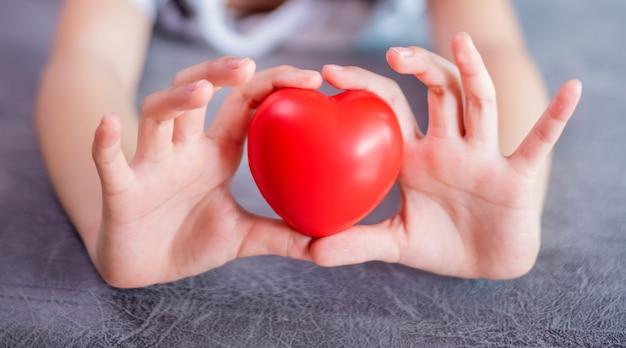 Dia dos namorados e dia mais doce, conceito de coração de amor.