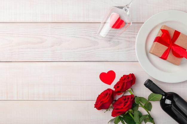 Dia dos namorados jantar romântico ambiente festivo