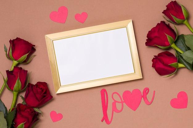 Dia dos namorados, moldura vazia, fundo nu, presente, rosas vermelhas, corações, mensagem