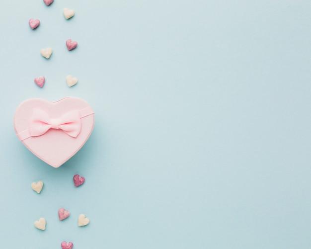Dia dos namorados presente com formas de coração