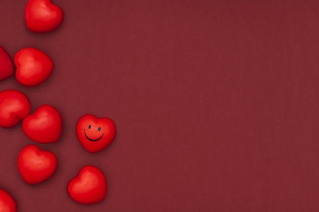 Dia dos namorados & rsquo; artesanato de bricolagem de argila de plasticina com borda de corações