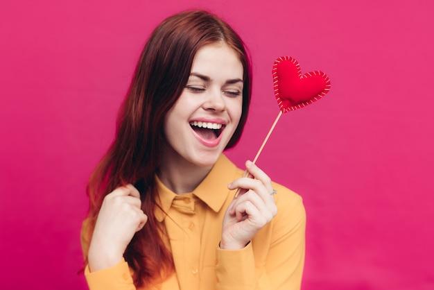 Dia dos namorados, sentimentos, emoções, mulher, e, coração vermelho, no espeto