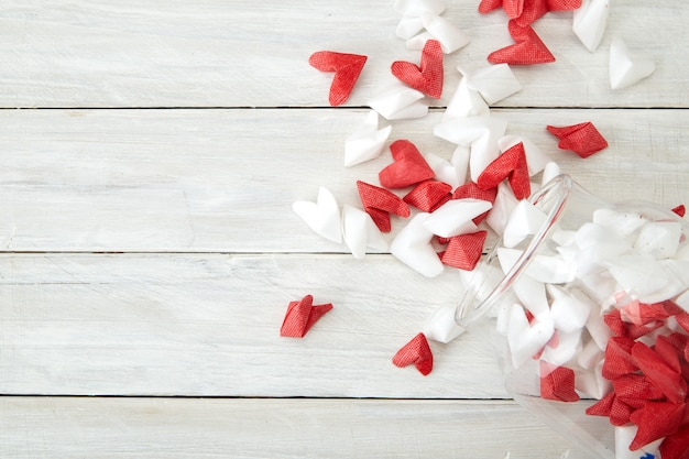 Dia dos namorados simbolizando amor coração de papel em frasco de vidro