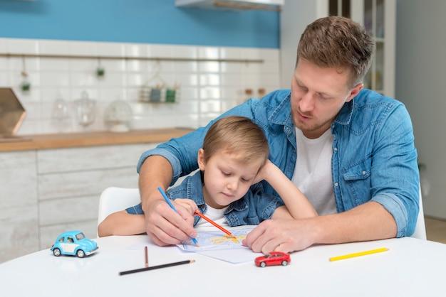 Dia dos pais pai e filho na cozinha
