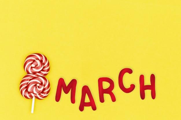 Dia internacional da mulher cartão com inscrição 8 de março, doce doce vermelho em forma de oito