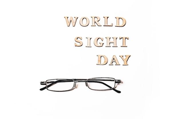 Dia mundial da visão em outubro copie os óculos para melhorar a visão vista de cima plana