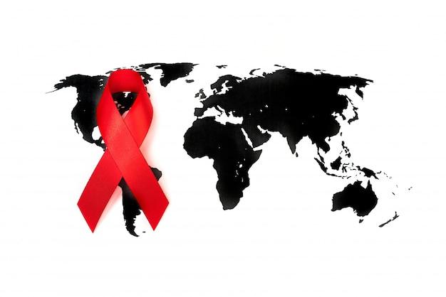 Dia mundial do câncer: fita da consciência do cancro da mama no mapa de mundo.