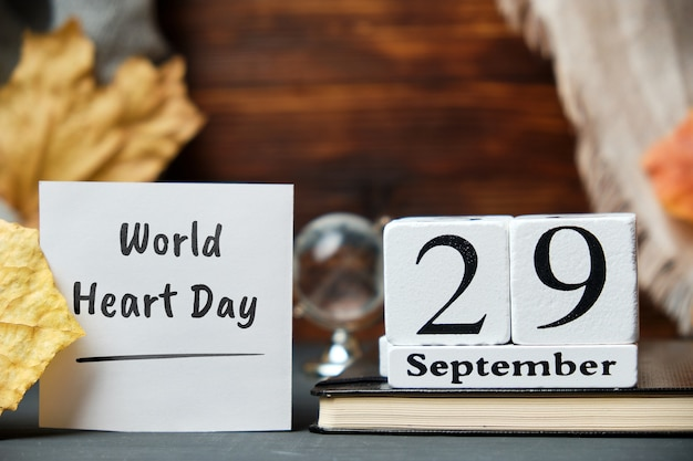 Dia mundial do coração de setembro de calendário do mês de outono.
