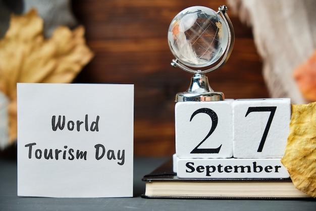 Dia mundial do turismo de setembro de calendário do mês de outono.