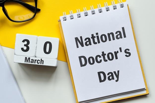 Dia nacional do médico de março do calendário do mês da primavera.