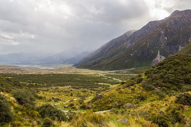 Dia nublado nos alpes do sul ilha do sul da nova zelândia
