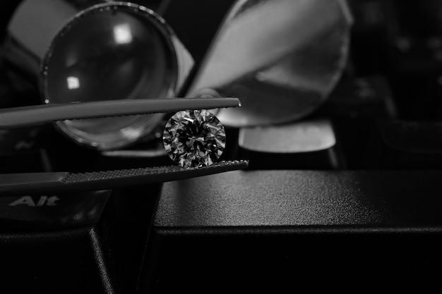 Diamante caro este raro