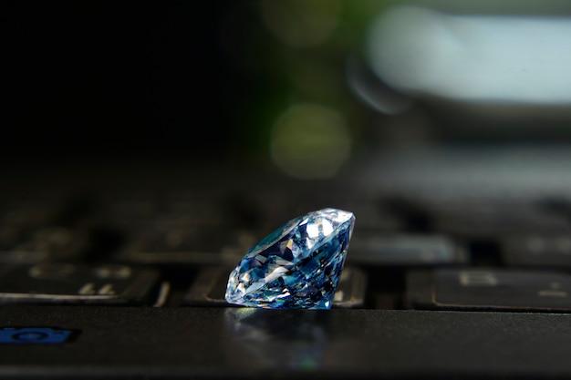 Diamante lindo com reflexo luxuoso