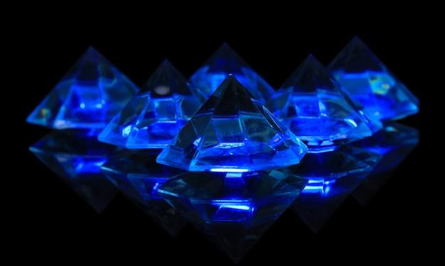 Diamantes em azul escuro