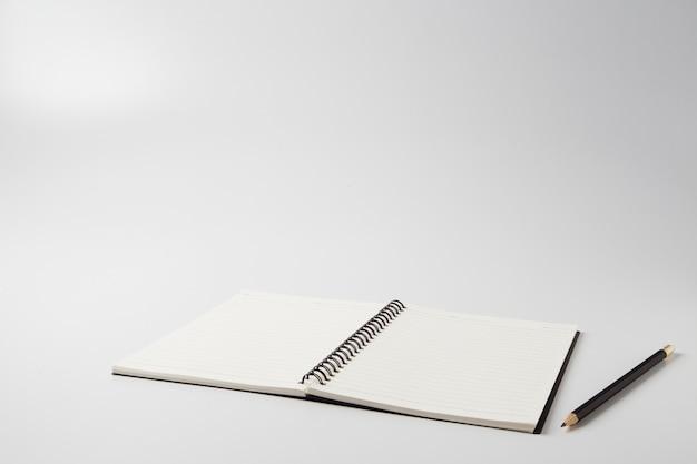 Diário com lápis