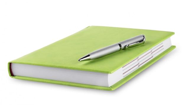 Diário verde com caneta