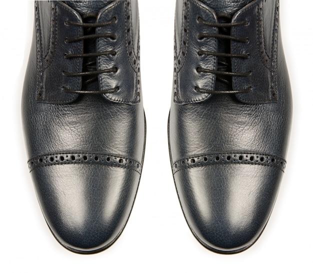 Dica de sapatos masculinos isolado no branco