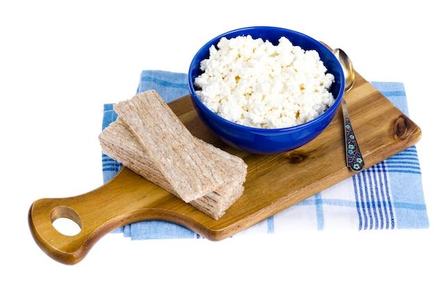 Dieta alimentar, queijo cottage e pão de centeio.