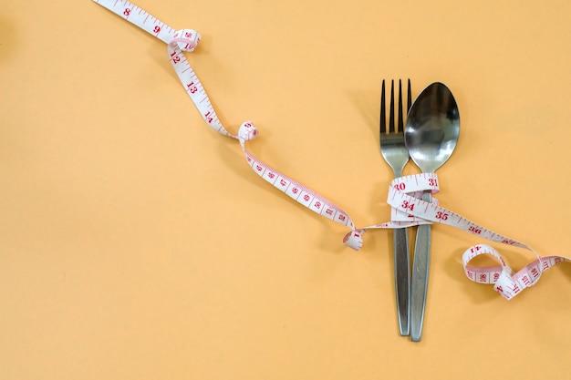 Dieta do conceito e perda de peso na opinião superior do fundo de madeira