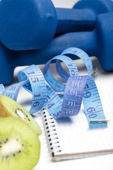 Dieta e desintoxicação. halteres, água de kiwi