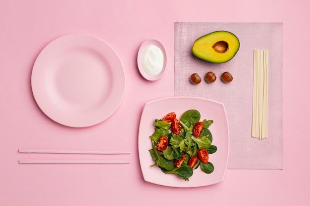 Dieta flexível com vista de cima do arranjo de salada