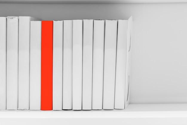 Diferença nova mais idéia ou conhecimento do conceito de livro de leitura. educação única.