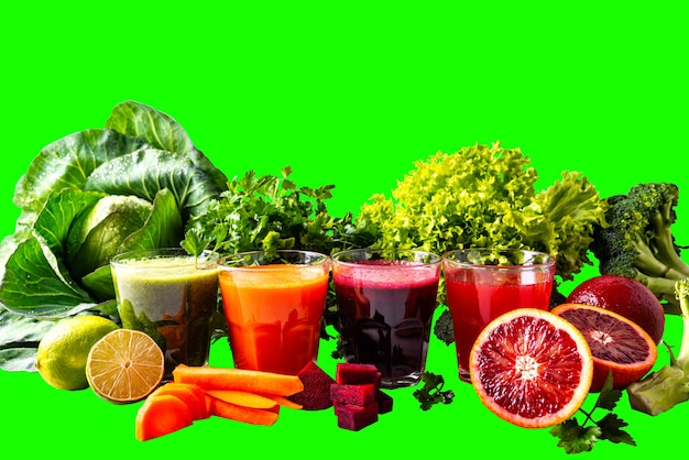 Diferentes bebidas veganas saudáveis com frutas e vegetais no fundo isolado chromakey.