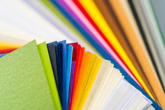 Diferentes cores de papel ...