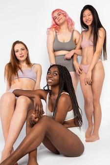 Diferentes mulheres bonitas mostrando diferentes tipos de beleza