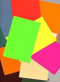 Diferentes pesos e cores do papel de impressão