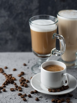 Diferentes tipos de café na mesa