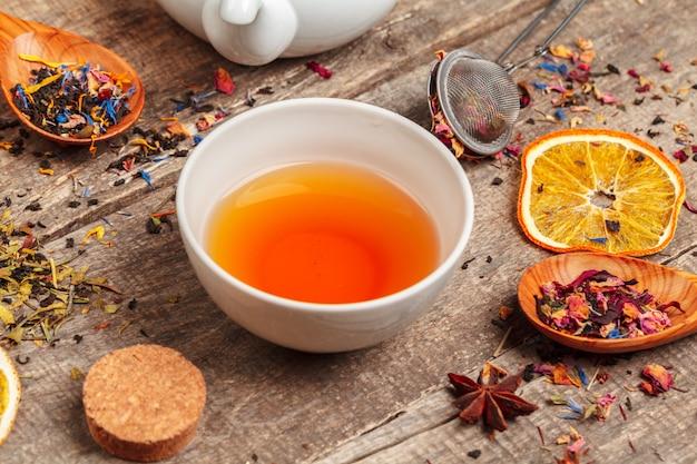 Diferentes tipos de chá para cerimônia, vista superior, espaço livre