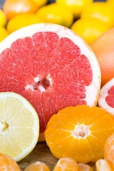Diferentes tipos de frutas cítricas