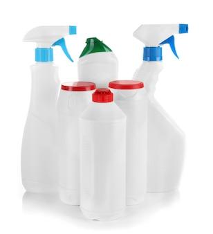 Diferentes tipos de limpeza doméstica, isolados no branco