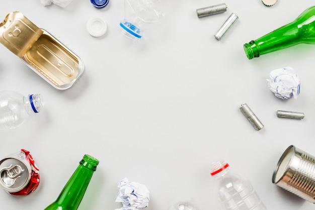 Diferentes tipos de lixo necessários para reciclagem