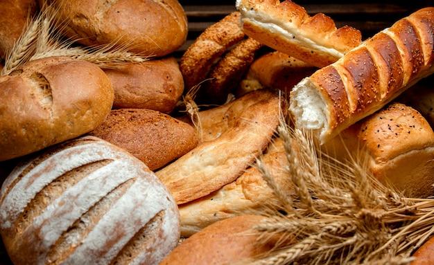 Diferentes tipos de pão feitos de farinha de trigo