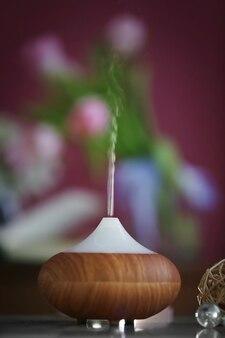 Difusor de óleo de aroma em fundo desfocado