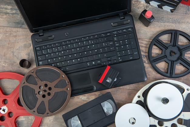 Digitalização de filme antigo de 16 mm e vhs com laptop