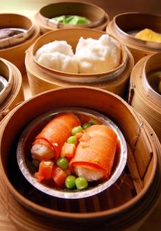 Dim sum no vapor de bambu, cozinha chinesa