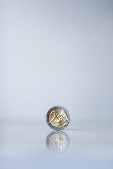 Dinheiro bancário e conceito de finanças moedas de euro moeda da união europeia